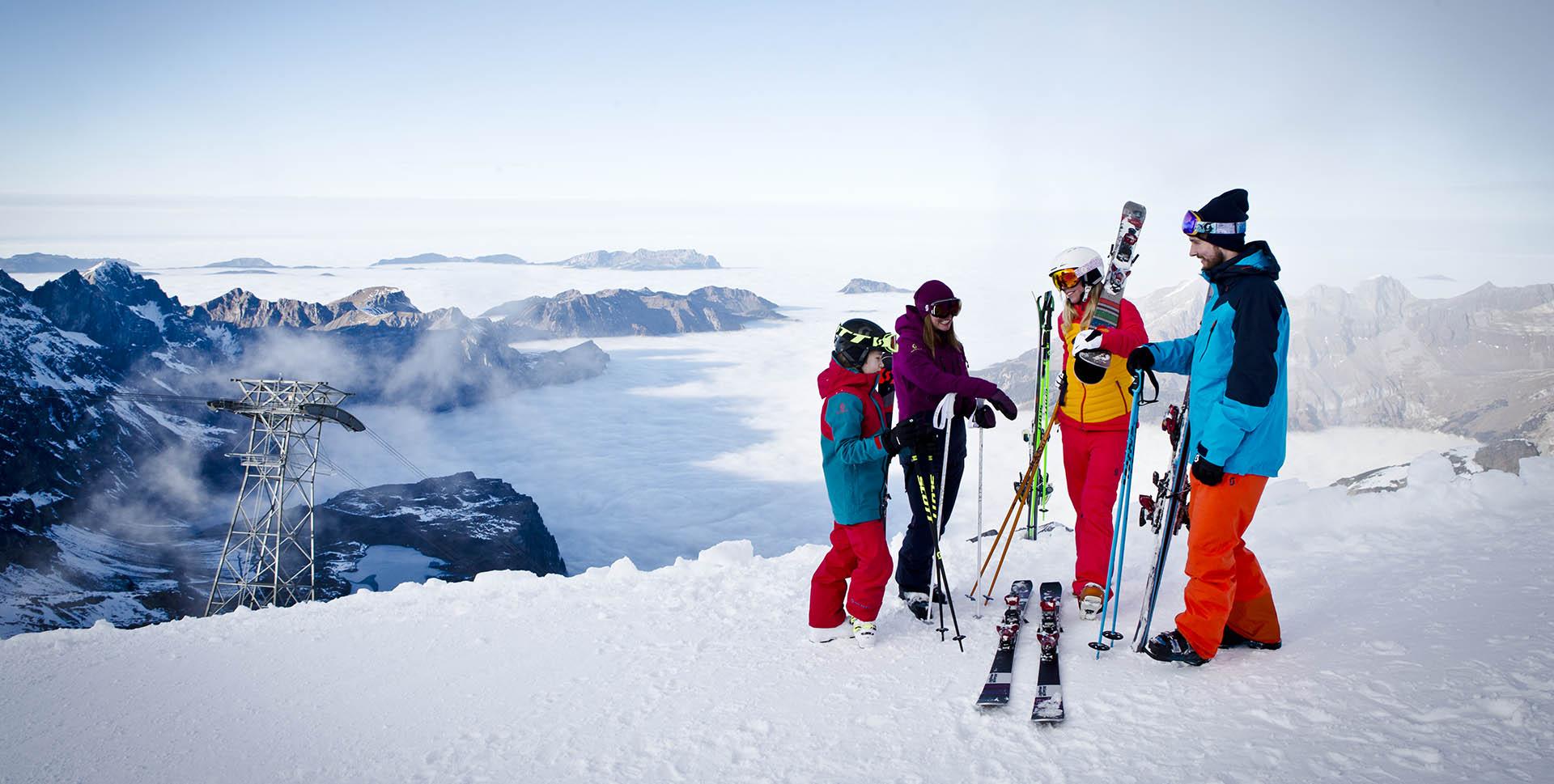 ski-winter-family
